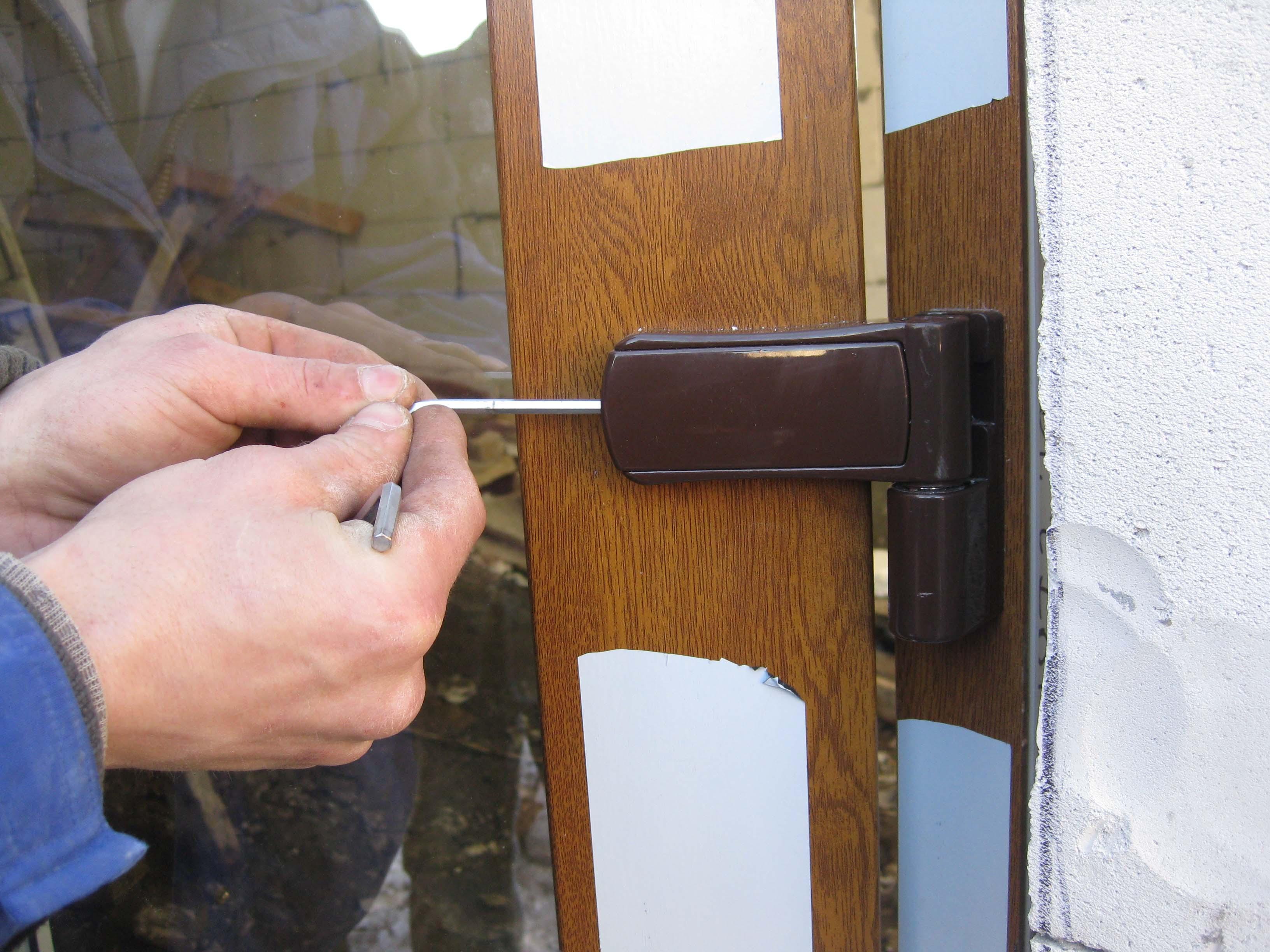 Установка пластиковой входной двери своими руками